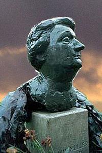 Auntie Truus statue in Amsterdam
