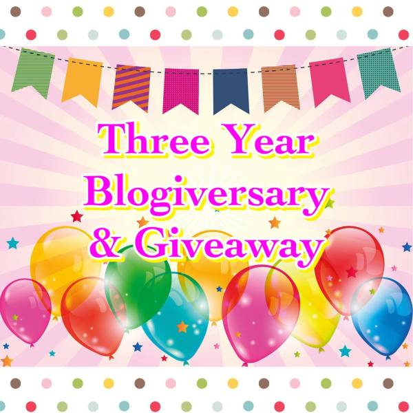 3 year blogiversary & giveaway (balloons, banner, and polk-a-dots)