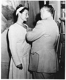 Virginia Hall receives the Distintuised Service Cross in 1945